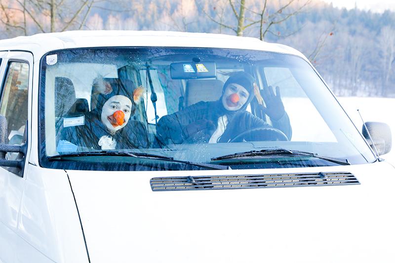 Pinguine People – Pinguine im Schnee